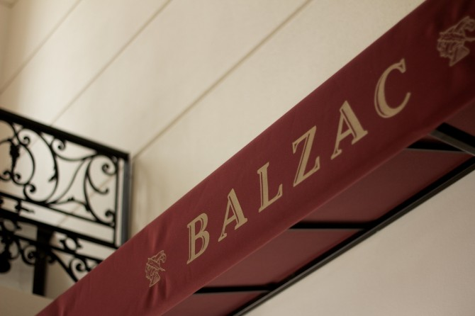 balzac-interier-and-graphic-design-font-family-08